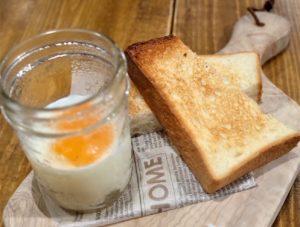 「エッグスラット」はルルドのトースト付き