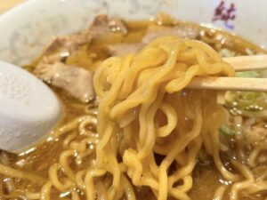 札幌定番の「縮れ麺」