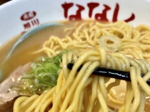 旭川定番の「低加水麺」