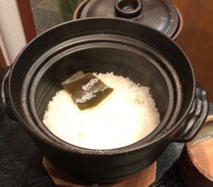 名物の「土鍋御飯」