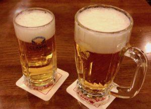「一度注ぎ」による生ビール