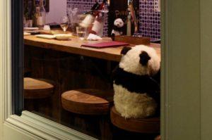 カウンターにはパンダ!