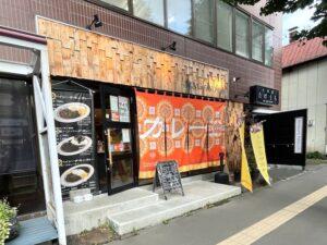 飲食店が並びます(隣は天ぷら専門店と焼き鳥店)
