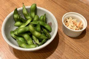 「晩酌セット」の枝豆と小鉢