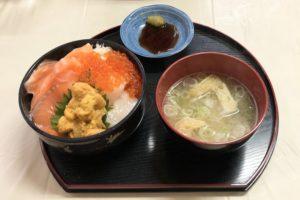 名物の「海鮮四品丼」