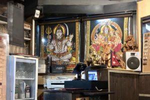会計のレジ周りにもネパール絵画