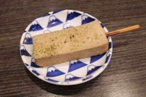豆腐も「串」で「だし粉」をかけていただきます