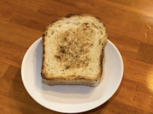 海老つけ麺だけに付けられる「フライドオニオン入りパン」