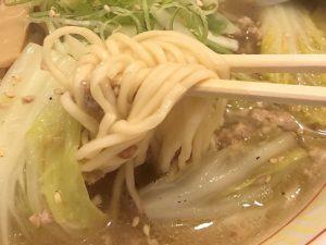 旭川系の低加水細麺