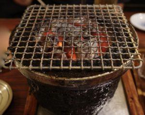 七輪に炭火の網焼きです