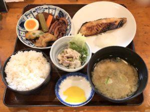 充実の焼き魚定食(写真は「銀だら」)