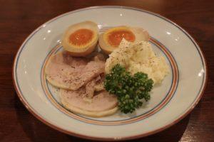 「鶏ハム・味玉・ポテトサラダ」のひと皿