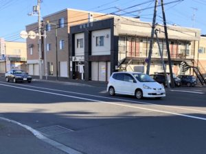 札幌北IC近く東1丁目通りにあります