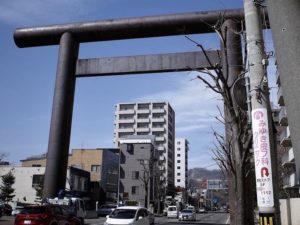 北1条通りの「円山第一鳥居」店はすぐ近くです