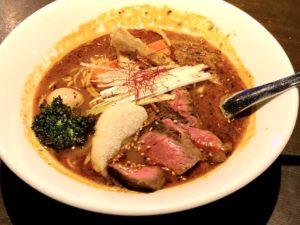 おすすめの「生ラムタタキ Spiceラーメン 羊骨スープ」