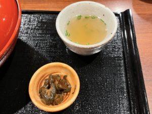 「鶏スープ」に漬物付き