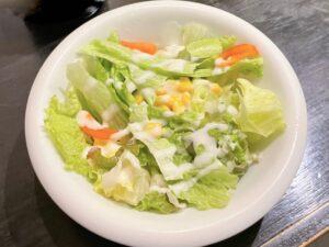 「サラダ」を注文すると先に出してくれます