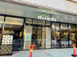 miredoの正面入口横にあります