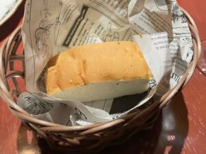 ランチにも付く「自家製ハーブパン」