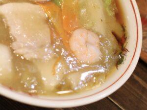 塩味の餡と醤油スープの組み合わせ