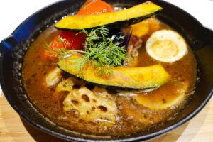 典型的なスープカレーのイメージ