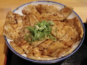 定番の「銀の舞豚丼」(醤油ベース・ミックス)